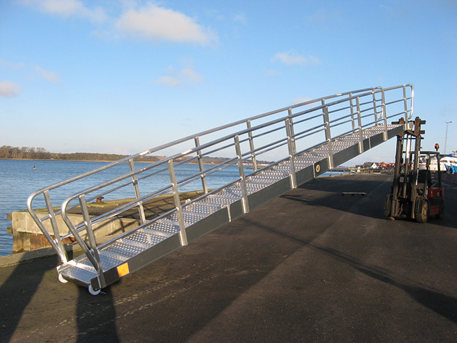 10 m. gangway with permanent handrail